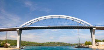 Most między wyspą Pasman i Uglian