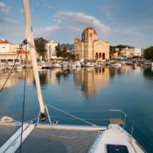 Aegina - cumujemy z widokiem na cerkiew