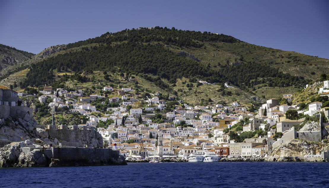 Widok na port Hydra od strony morza