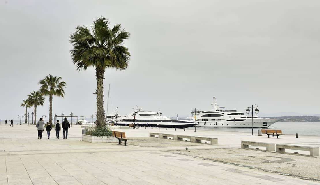 Spetses plac przed Hotelem Posejdon