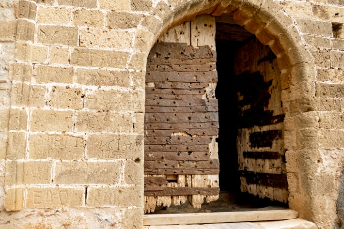 Monemvasia brama do górnego miasta