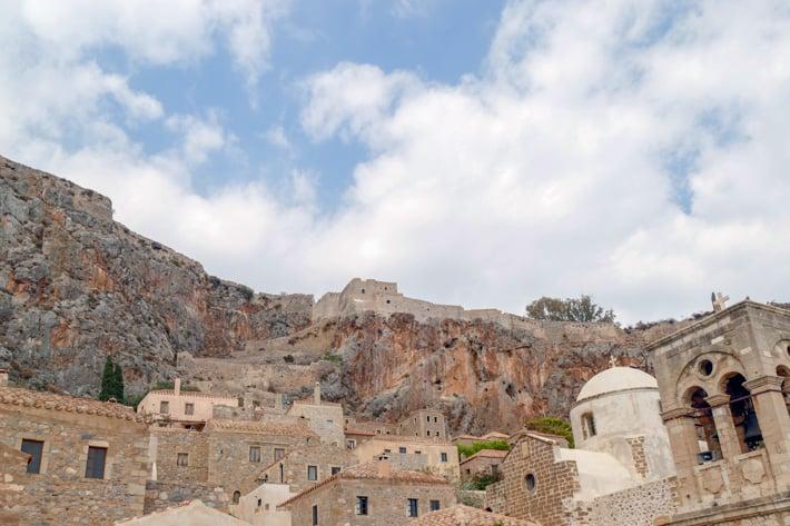 Monemvasia widok na górne miasto z dolnego miasta