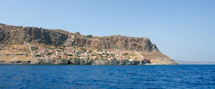 Monemvasia widok z morza na twierdzę