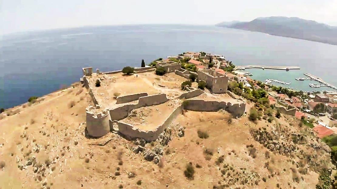 ruiny zamku paralia astros