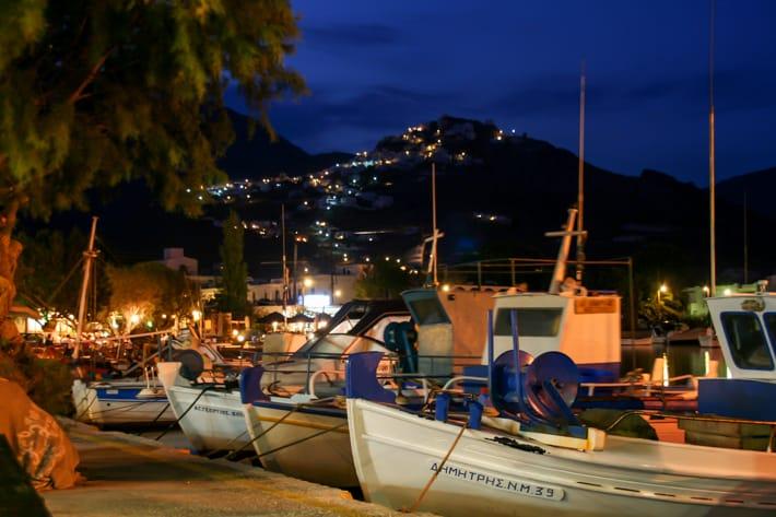 Port Serifos wieczorem