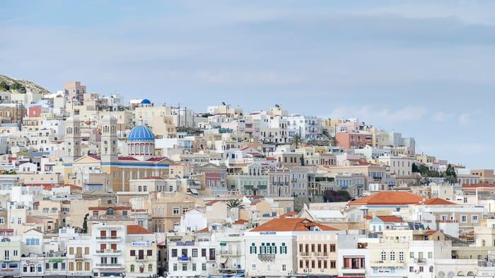 Ermoupoli wirok na miasto od strony morza