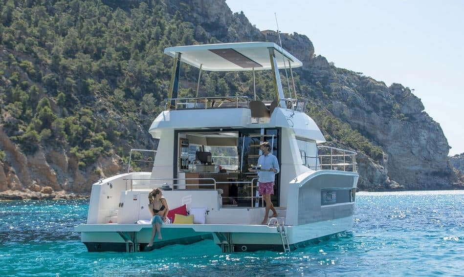Katamaran motorowy MY37 Fountaine Pajot - na kotwicy