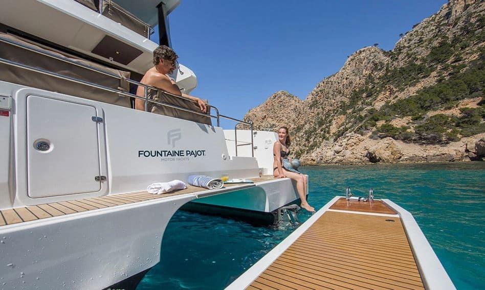 Platforma kąpielowa na jachcie motorowym MY37