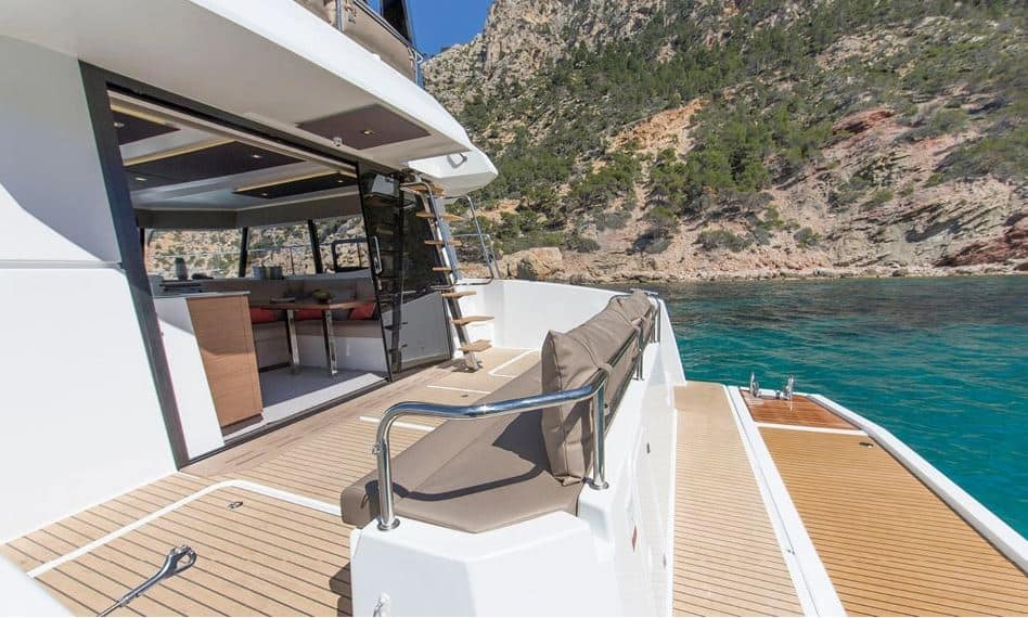 MY 37 rufa Fountaine Pajot