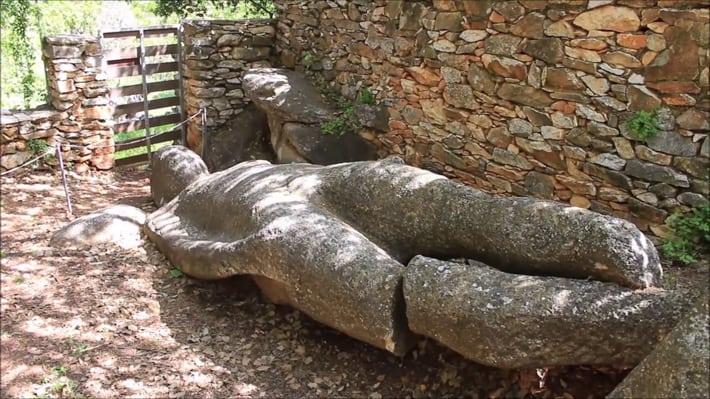 posąg Kouros k0oło Melanes