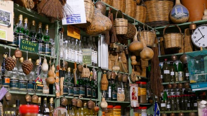 Lokalny sklepik w Naxos