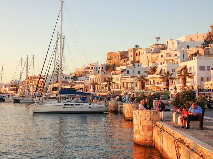 jachty w porcie w Naxos