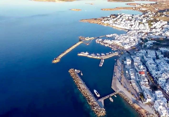 Widok na port w Naoussa