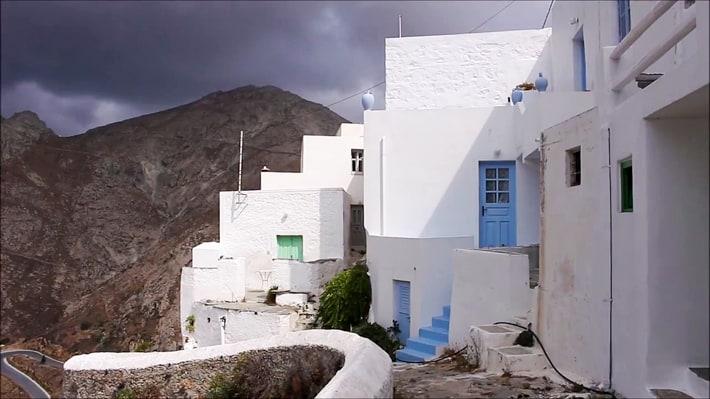 białe budynki Chory