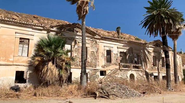 Mega Livadhi zrujnowany budynek
