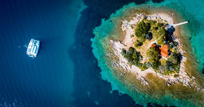 Wysepka Daskalio widziana z góry