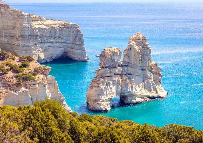 formacje skalne w zatoce kleftiko na Milos