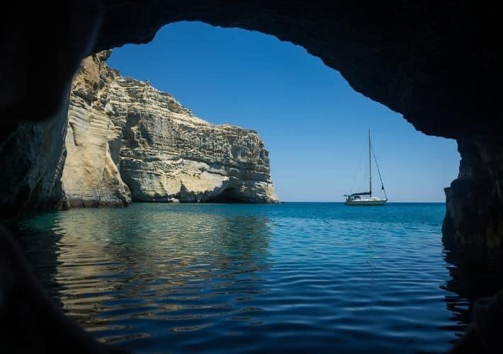 Zaoka Kleftiko jacht na kotwicy