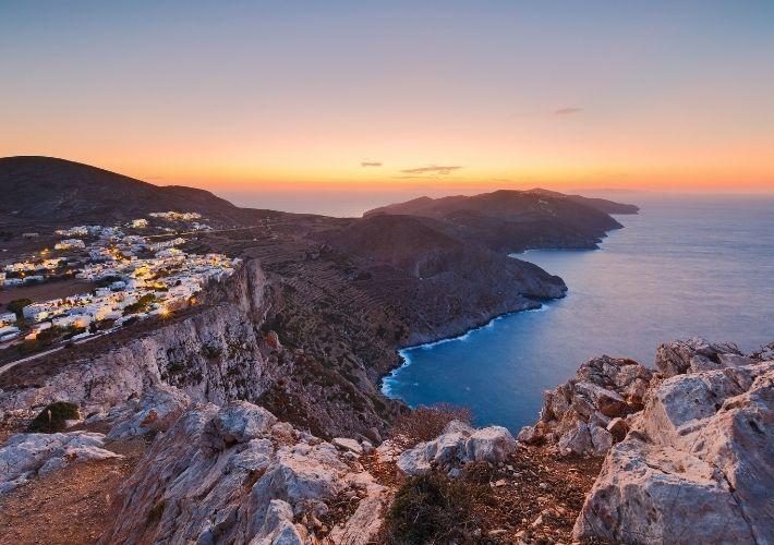 Widok na Chorę i wybrzeże Folegandros