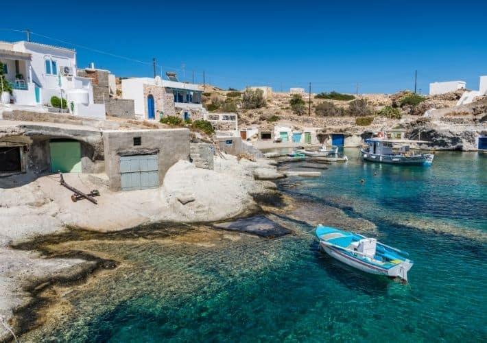 Zatoka Rematos domy rybackie i garaże na łodzie