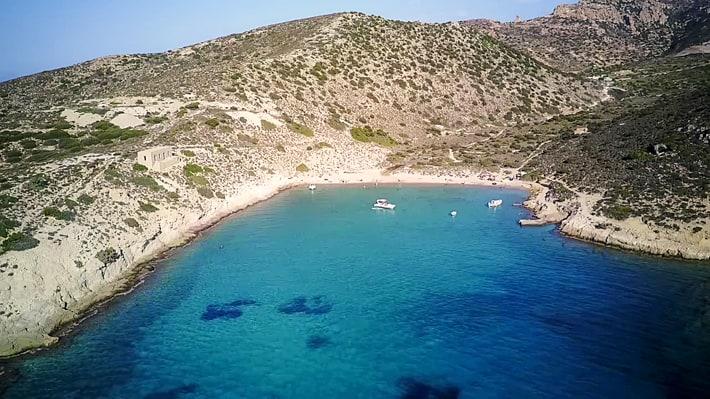 Zatoka Panagia Avlaki na wyspie Poliagos
