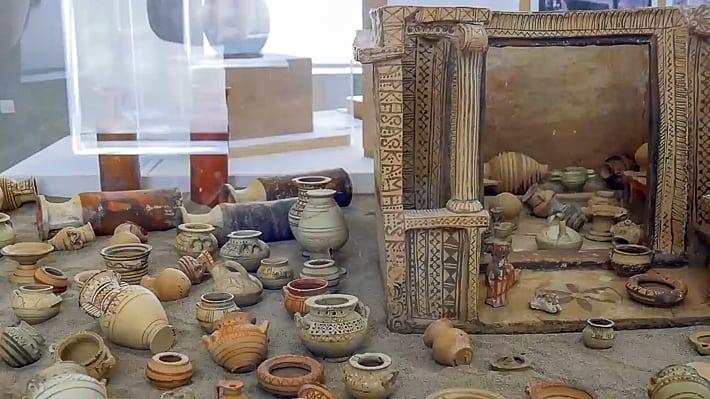 Muzeum Archeologiczne na Santorini wnętrza