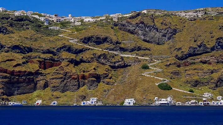 Thirassia w dole Korfos powyżej Manolas