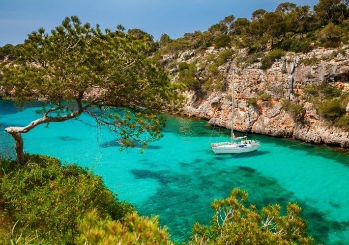 zatoka turkusowa woda jacht