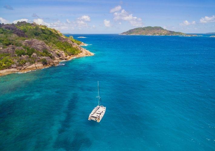 Seszele-katamaran-morze